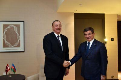 Президент Ильхам Алиев встретился с премьер-министром Турции
