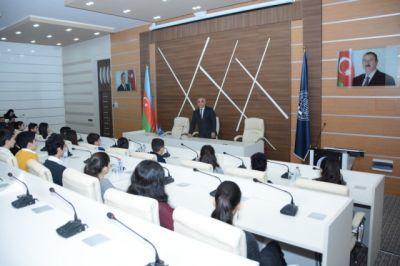 Школьники ознакомились с UNEC