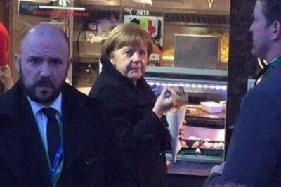 Меркель поймали за перекусом фастфудом