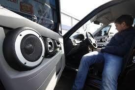 Суд признал громкую музыку в машине преступлением