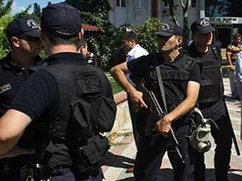 Турецкая полиция ведет поиски еще  20 заминированных автомобилей