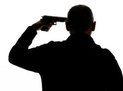 В Агдаше мужчина застрелился на могиле своего отца