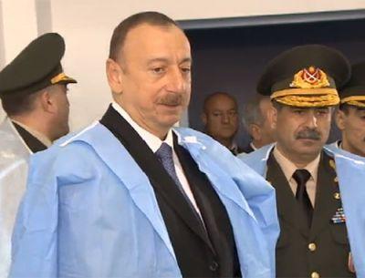 Президент Азербайджана навестил раненных военнослужащих в Карабахе