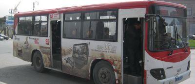 В Баку автобус сбил женщину с ребенком на руках