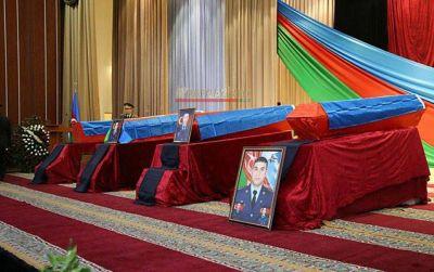 Азербайджан прощается с погибшими в Карабахе офицерами