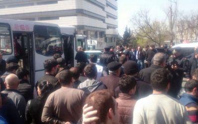 В Баку пассажир перерезал горло водителю