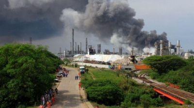 В Мексике на заводе по переработке нефти произошел взрыв