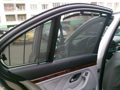 В Азербайджане разрешили использовать жалюзи в автомобилях