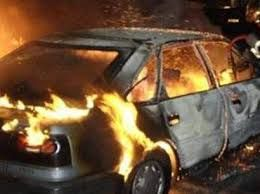 Sumqayıtda minik avtomobili yanıb