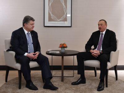 Порошенко обсудил с Алиевым будущий визит в Баку