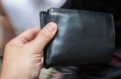 Полицейские в Баку вернули туристу кошелек с $1700