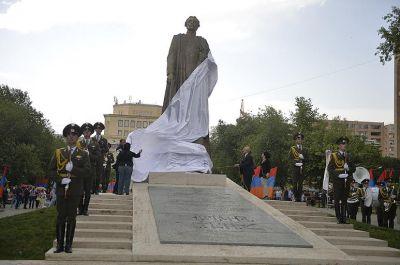 Азербайджанцы-ветераны ВОВ обратились к Путину в связи с памятником армянскому фашисту
