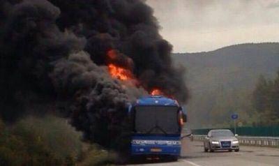 Avtobus yandı 7 nəfər həlak oldu