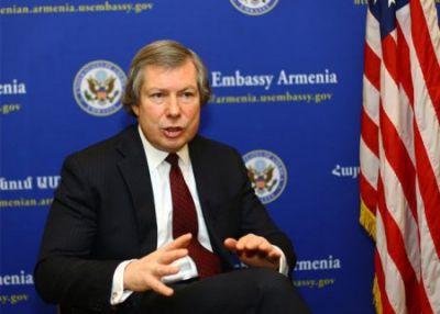 Уорлик: США готовы помочь в урегулировании карабахского конфликта