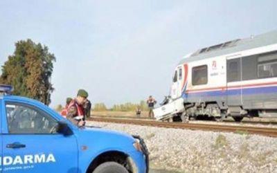 В Турции поезд столкнулся с микроавтобусом, есть жертвы