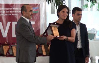 Qalib jurnalistlər mükafatlandırıldı