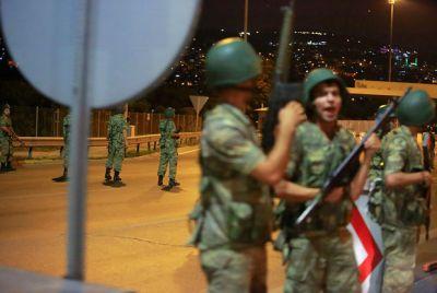 В Турции освободили более тысячи солдат