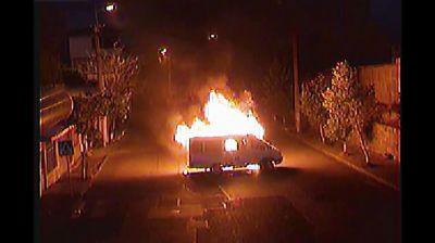 В Ереване вооруженная группа сожгла четвертый полицейский автомобиль