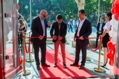 Компания Bakcell открыла новый Центр продаж и обслуживания