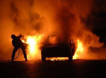 Minik avtomobili yandı