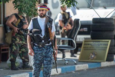 Армяне поднялись, чтобы убивать друг друга – хаос во вражеской стране