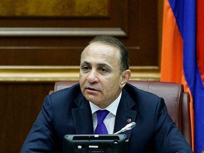 Премьер Армении Абрамян отказался от своей должности