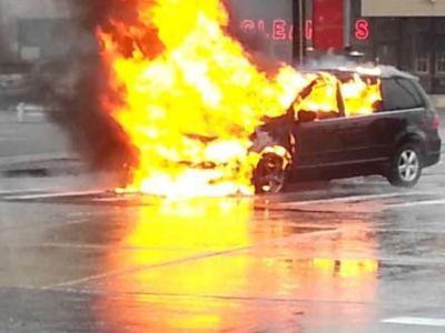 """Bakıda  """"Mercedes"""" markalı avtomobil yandı"""