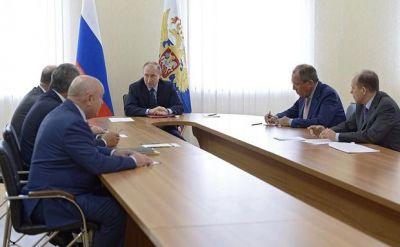 Президент России  Владимир Путин провел оперативное совещание