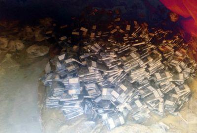 Avtomobildən 41.000 ədəd siqaret aşkar edildi FOTOLAR