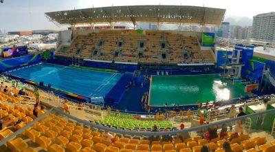 Вода в олимпийском бассейне в Рио-де-Жанейро окрасилась в зеленый цвет