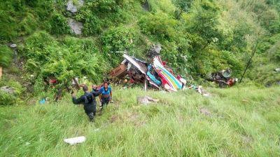 Nepalda sərnişin avtobusunun aşması nəticəsində 33 nəfər ölüb [YENİLƏNİB]