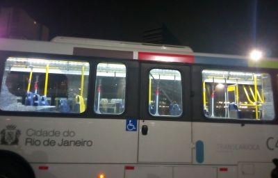 В Рио автобус с журналистами протаранил машины и дорожные ограждения