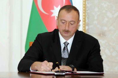 """Sərdar Eyvazova """"Əməkdar müəllim"""" fəxri adı verilib"""