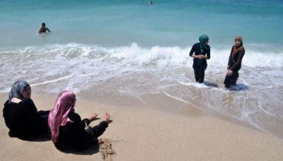 Французский премьер за запрет мусульманских купальников