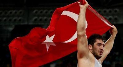 В Рио Борец из Турции отпраздновал «бронзу» с флагом Азербайджана