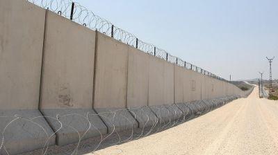 Türkiyə Suriya ilə sərhədə  beton divar çəkdirib