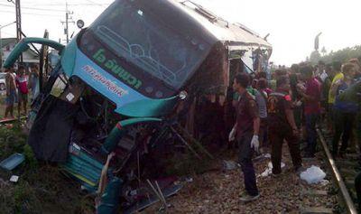 В Германии столкнулись поезд и автобус, есть раненые