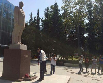 Olimpiya mükafatçımız Ulu Öndərin abidəsini ziyarət edib FOTOLAR