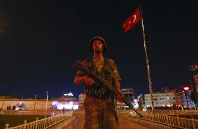 Минобороны Турции уволило 820 военных