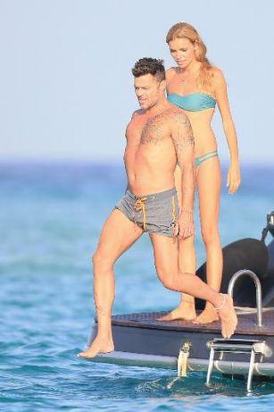 Ricky Martin rəssam sevgilisi ilə istirahətdə FOTOLAR
