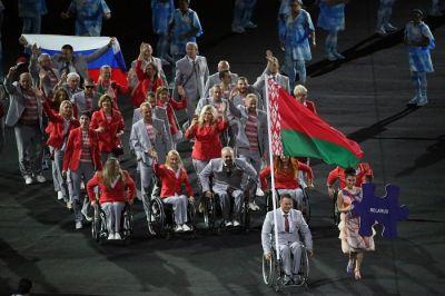 Beloruslar Rusiya bayrağını qaldırdılar PARALİMPİADADA