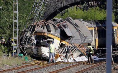 В Испании поезд сошел с рельсов, есть погибшие