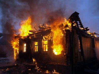 Şamaxıda 4 otaqlı ev yanıb