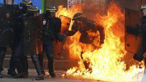 Parisdə kütləvi toqquşma: yaralılar var