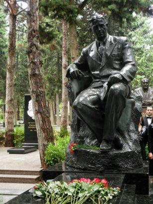Üzeyir Hacıbəylinin xatirəsi yad olunub FOTO