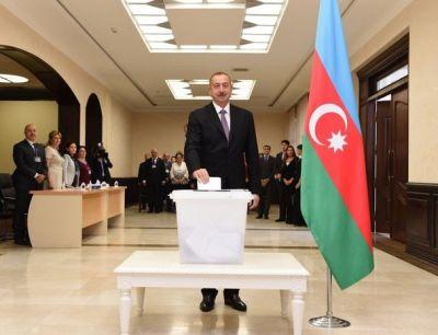 Президент Азербайджана отдал свой голос на референдуме