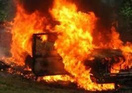 Paytaxtda 2 avtomobil yanıb