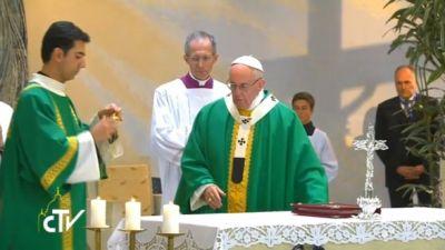 Папа Римский Франциск на мессе в католической церкви в Баку