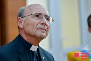 Ординарий католической церкви в Азербайджане попросил Папу Римского помолиться за мир на Кавказе