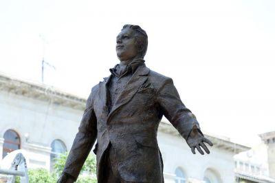 Ильхам Алиев и первая леди побывали на открытии памятника Рашиду Бейбутову